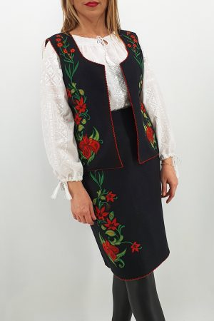 Costum Traditional Vesta si Fusta brodata cu model traditional 3