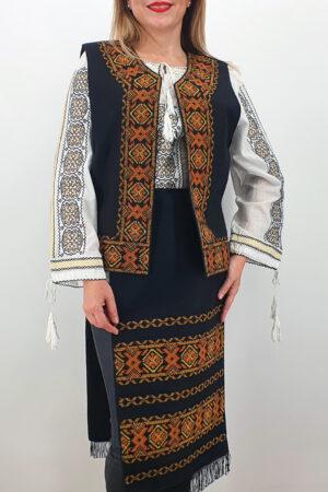 Costum Traditional Vesta si 2 Fote brodate cu model traditional 5