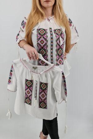 Ie traditionala fetite Alexandrina