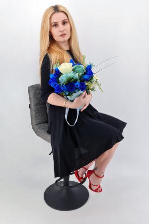 Set cadou     Trandafiri sapun     cutie turcoaz     flori albastre!