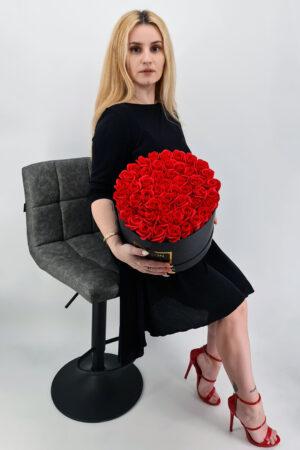 Set cadou     Trandafiri sapun     cutie neagra cu flori rosi!