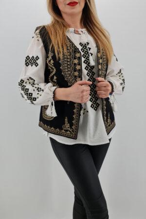 Vesta brodata cu model traditional Angelica 3