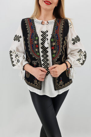 Vesta brodata cu model traditional Angelica 4