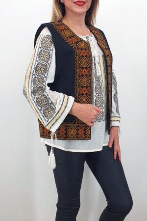 Vesta brodata cu model traditional Lucretia 3